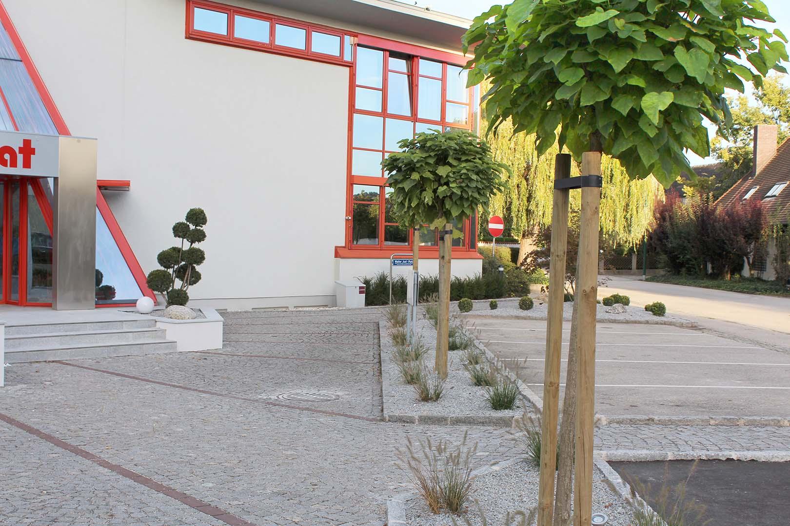 Gartengestaltung Außenbereich Firmeneingang